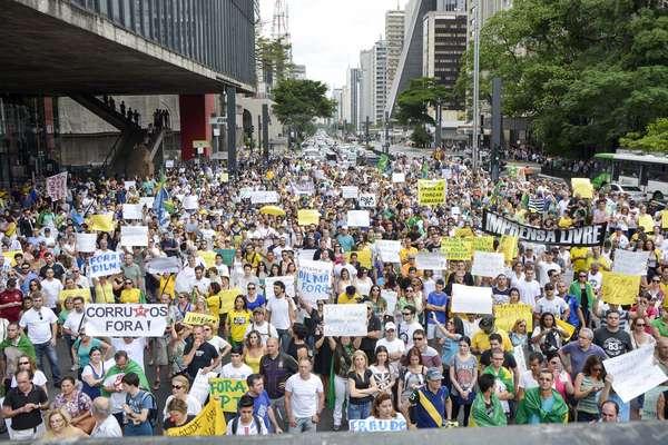 Manifestantes se reuniram por volta das 14h na Avenida Paulista, em frente ao MASP, e seguiram sentido Consolação