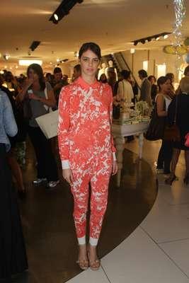 A estilista inglesa Stella McCartney, filha do ex-Beatle Paul McCartney lançou sua segunda coleção em parceria com a rede de fast fashion nacional C o evento reuniu famosas como Laura Neiva