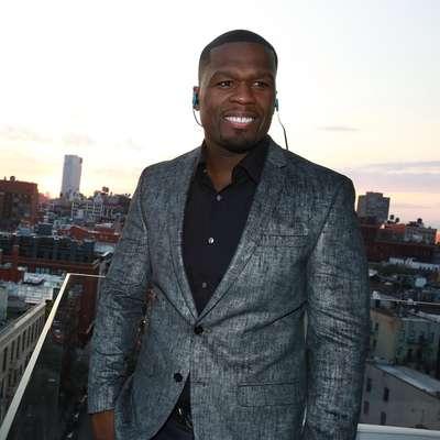 O sorriso do rapper americano 50 Cent nem sempre foi tão branco assim. Mas depois que ele se rendeu ao clareamento dental seu sorriso ficou reluzente