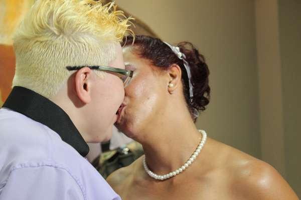 O casal Adriana e Regina oficializou a união de nove anos