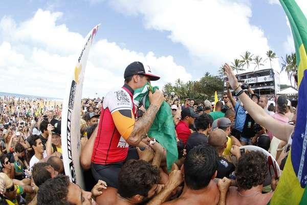 Gabriel Medina conquista o título mundial no Havaí. Veja as fotos da conquista do primeiro brasileiro a levar a principal categoria do surfe.