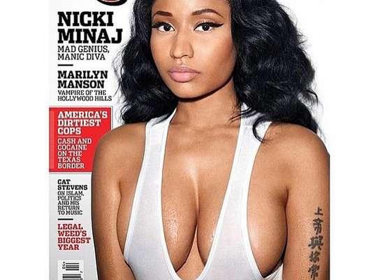 Nicki Minaj comparte fotos 'topless' y sin maquillaje