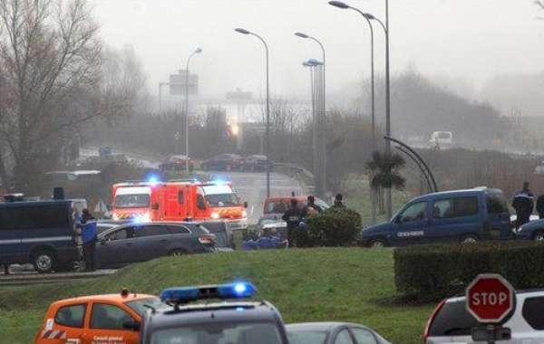 Dois principais suspeitos doatentado terrorista na revista Charlie Hebdo na quarta-feira foram vistos na manhã desta sextana cidade de Dammartin-en-Goele, no norte da França, e mortos pela polícia dentro de uma fábrica