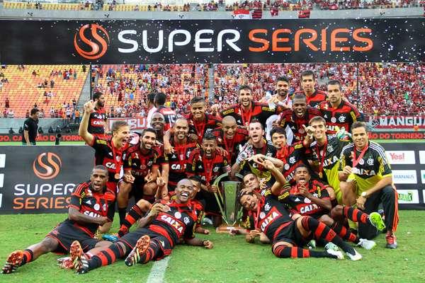 O Flamengo venceu o São Paulo por 1 a 0 e conquistou torneio amistoso em Manaus. O único gol do jogo foi marcado pelo zagueiro Samir.