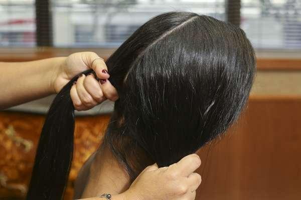 Divida o cabelo em duas partes