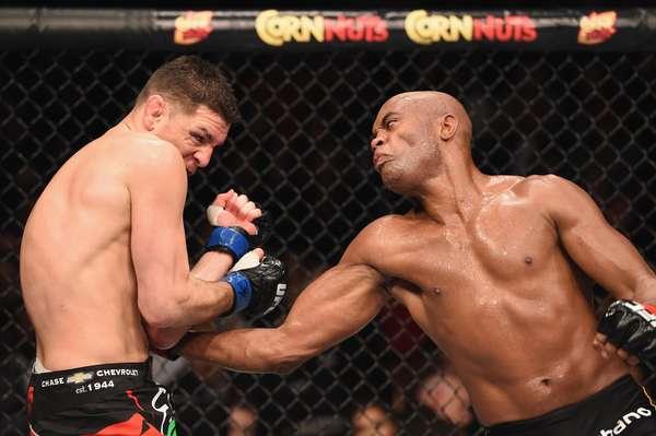 Anderson Silva está de volta. Na noite deste sábado, a lenda do MMA retornou às lutas depois de mais de um ano de hiato e derrotou Nick Diaz. Veja a seguir imagens do triunfo do brasileiro e das outras lutas do UFC 183