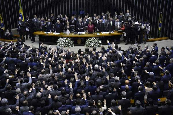 A nova composição da Câmara tomou posse neste domingo no Congresso Nacional, em Brasília