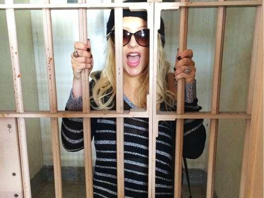 Christina Aguilera publicó en Twitter esta imagen en la que simuló ser una interna de Alcatraz.