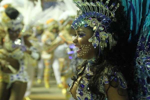 """Vencedora do Carnaval do Rio de Janeiro em 2015, a Beija-Flor desfilou na Sapucaí o enredo """"Um Griô conta a história: um olhar sobre a África e o despontar da Guiné Equatorial. Caminhemos sobre a trilha de nossa felicidade"""". O tema gerou muita polêmica por ter sido patrocinado e exaltar as belezas de um país governado há mais de 30 anos por um ditador que é acusado de infringir diversos direitos humanos e a liberdade de imprensa"""