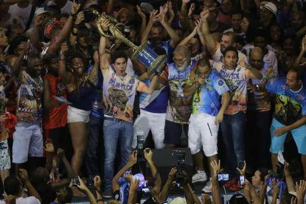 Quadra da Beija-Flor ficou lotada após vitória no Carnaval do Rio de Janeiro, consolidada nesta quarta-feira (18)