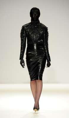 O estilista Marko Mitanovski ousou ao apresentar sua coleção outono-inverno 2015 nesta terça-feira (24) no Fashion Scout, evento paralelo à programação oficial da semana de moda de Londres