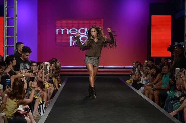Sabrina Sato fez o desfile de encerramento da Mega Polo Moda 2015, no Brás, em São Paulo, nesta quarta-feira (4), e foi ovacionada pelos convidados