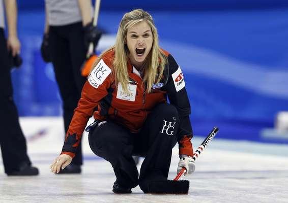 A cidade de Sapporo, no Japão, recebe a edição de 2015 do Mundial Feminino de Curling. A final do torneio já está decidida e terá Canadá e Suíça lutando pela conquista. Enquanto as canadenses passaram pela Rússia na semifinal, as suíças superaram a Escócia