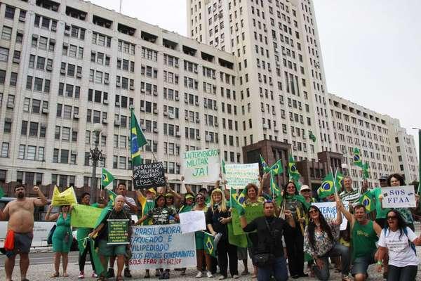 Manifestantes se reuniram no Rio de Janeiro para pedir por intervenção militar