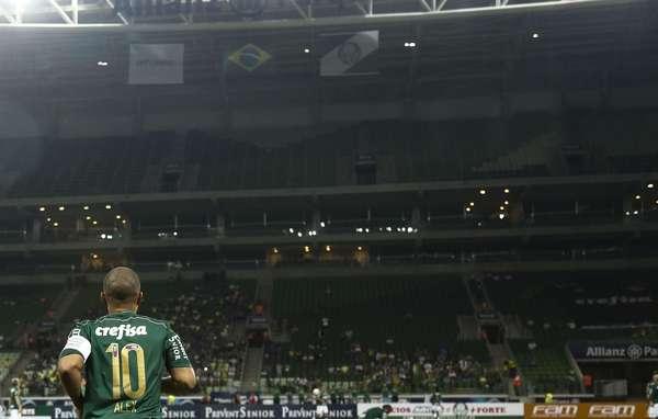 Alex fez história com a camisa do Palmeiras no final da década de 1990 e início dos anos 2000. Neste sábado, ganhou uma despedida oficial do clube.