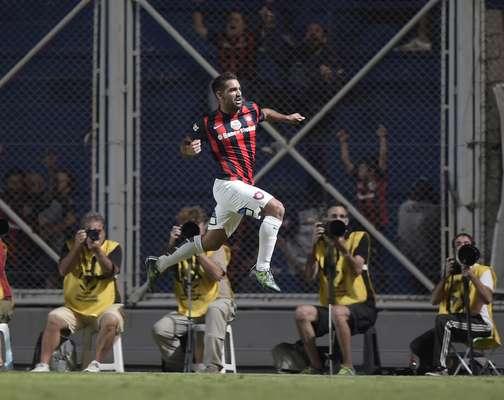 Cauteruccio marcou um golaço nesta quarta-feira sobre o São Paulo