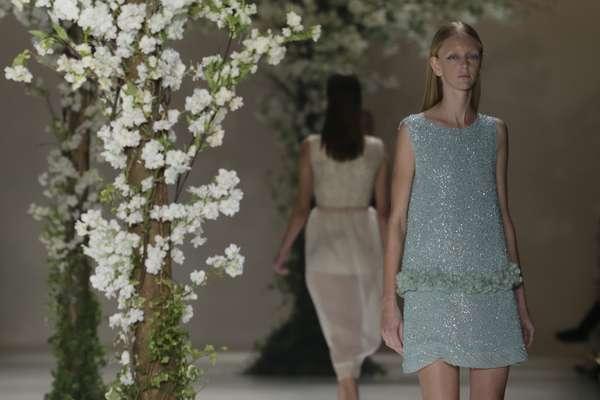 Acquastudio abusou das flores e dos tecidos leves em seu desfile. O verão de 2016 veio com clima de primavera