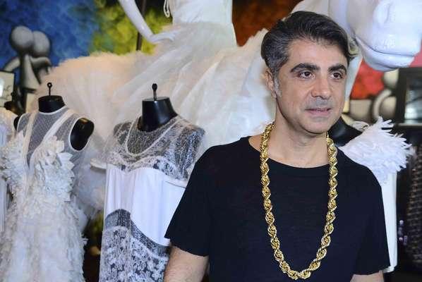 Fausen Haten apresentou na manhã desta sexta (17) sua nova coleção em evento na sua própria loja no bairro de Pinheiros (SP). Estilista usou apenas uma única cliente para mostrar seus looks.
