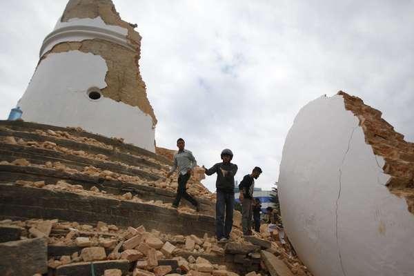 Maior terremoto em 81 anos no Nepal mata mais de 6 mil