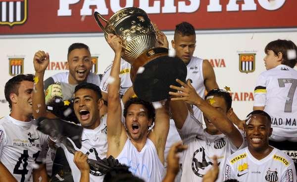 O Santos venceu o Palmeiras por 4 a 2 nos pênaltis, depois de triunfar por 2 a 1 no tempo normal, e conquistou o Campeonato Paulista de 2015
