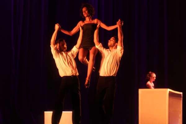 Espetáculo da Raça Cia. de Dança no último dia de apresentações do Festival O Boticário na Dança em São Paulo