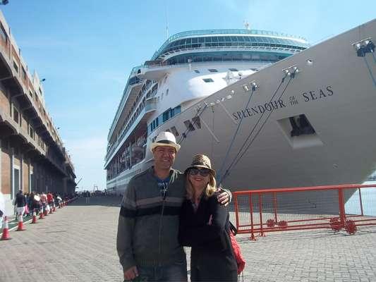 Ernesto e Waldecira fizeram seu primeiro cruzeiro a bordo do Splendour of the Seas, em março de 2013