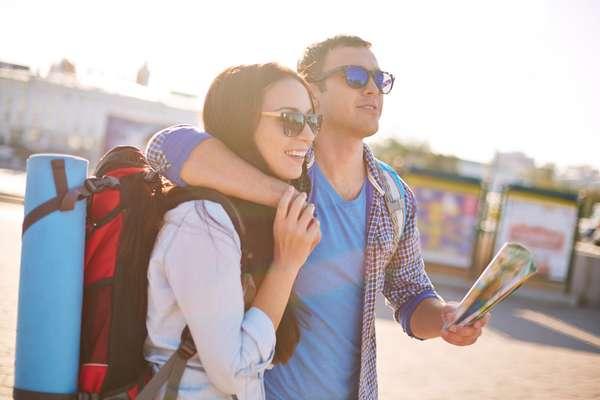 Como o Dia dos Namorados cai numa sexta-feira em 2015, você pode estender a comemoração para o fim de semana com uma viagem. Campos do Jordão (SP), Monte Verde (MG), Gonçalves (MG), Gramado (RS) e Petrópolis (RJ) são boas opções