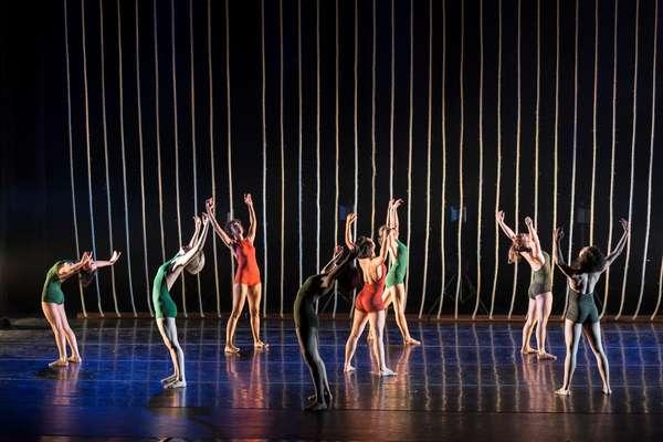 """""""Traços e Linhas"""" traduz em dança os ciclos criados durante a vida e que nos fazem passar pelas adversidades"""