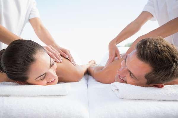 Ritual Romântico + Massagem de 60 minutos é o serviço especial oferecido pelo Spa des Jardins - Nail & Beauty Bar, de São Paulo. O valor da sessão é R$ 180, por pessoa