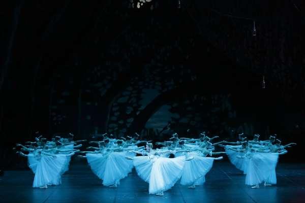 """Cena de """"Giselle"""", um dos clássicos da dança que serão apresentados pelo Bolshoi no Brasil"""