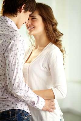 A principal dica para não deixar o relacionamento esfriar é ter claro em mente que absolutamente nada é eterno. Por isso, se você tem um relacionamento afetivo de amor, companheirismo e amizade, fique atento para deixá-lo sempre dinâmico e cheio de vida. Só assim ele será durável e feliz