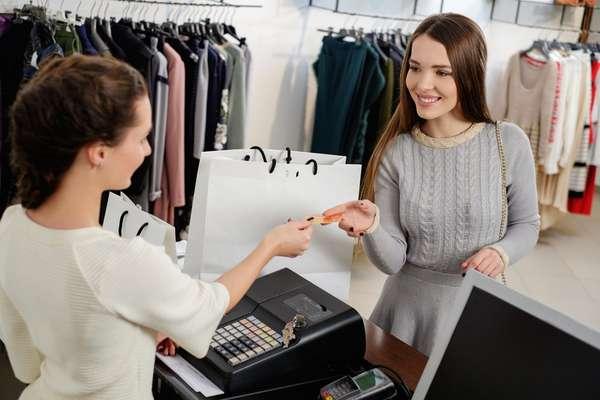 Diante do cenário de crise, consumidor deverá gastar, em média, R$ 138 com o presente do amado (a) no próximo dia 12 de junho, de acordo com pesquisa