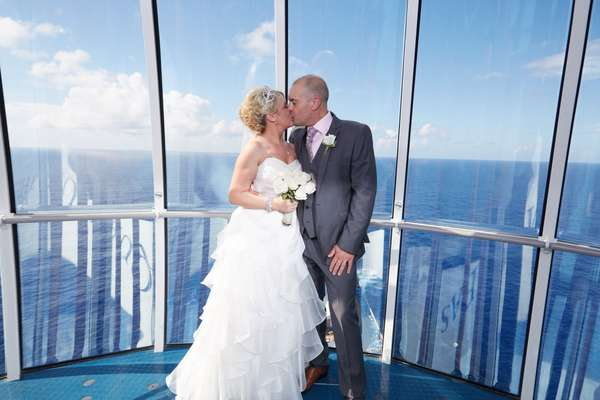 Casal britânico foi o primeiro a casar a bordo do Quantum of the Seas