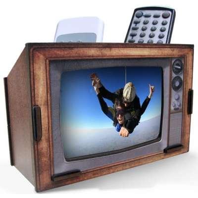 Porta-retrato e Porta-controle TV Retrô. Da Istick Online. Por R$ 89. SAC: (11) 3743-1066