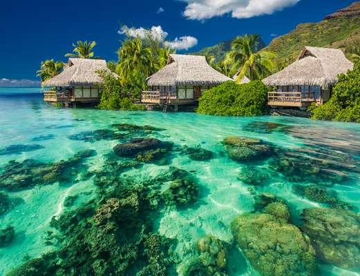 Águas cristalinas e quentes deixam as praias do Taiti encantadoras