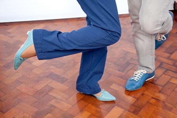 """Com um salão amplo ideal para dança e atividades recreativas, os clubes desse tipo dão um """"empurrãozinho"""" para que os idosos vençam a timidez e arranjem um par não só no baile como na vida"""