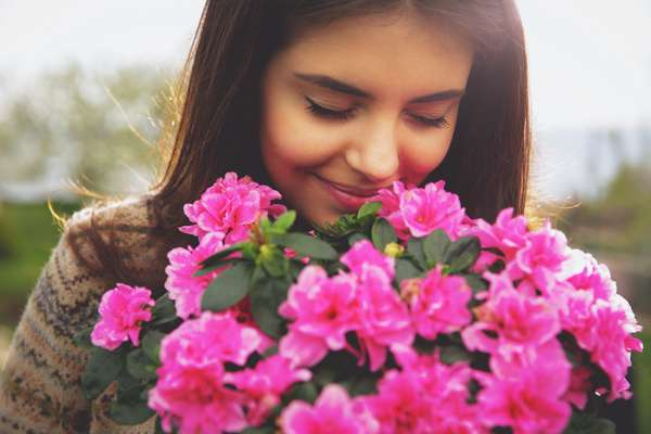 As flores sempre surpreendem e encantam as mulheres apaixonadas e românticas. Por isso, seguem sendo uma opção tradicional, mas super certeira no Dia dos Namorados