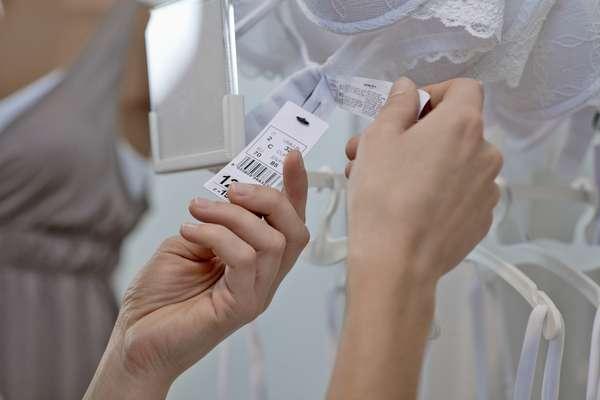Para efetuar a troca, você precisa guardar a nota fiscal e a etiqueta da mercadoria comprada
