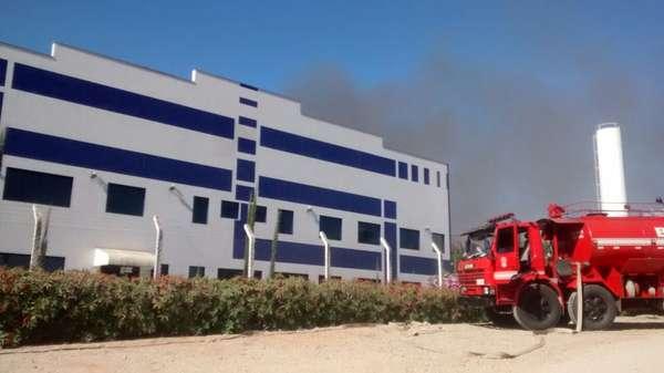 Sorocaba, 28/6 - Um incêndio atingiu uma fábrica localizada no bairro do Éden, na cidade do interior de São Paulo; de acordo com o Corpo de Bombeiros, as chamas destruíram o maquinário, mas não houve vítimas