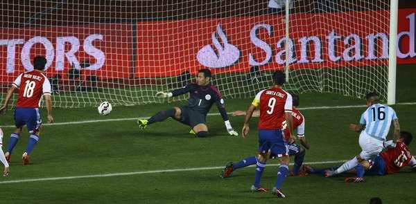 Rojo abriu o placar para a Argentina no primeiro tempo