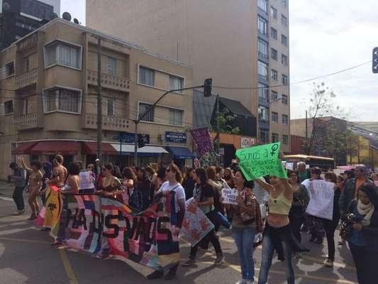 Veja imagens da Marcha das Vadias em Curitiba