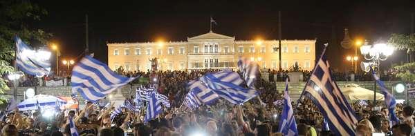 Veja a festa dos gregos após o 'não' vencer o referendo