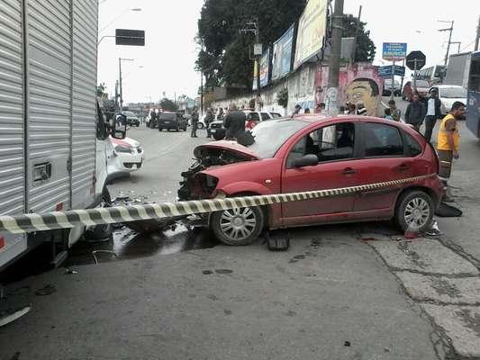 Perseguição policial terminou em acidente na cidade de Guarulhos, região metropolitana de São Paulo, na manhã desta terça-feira (7)