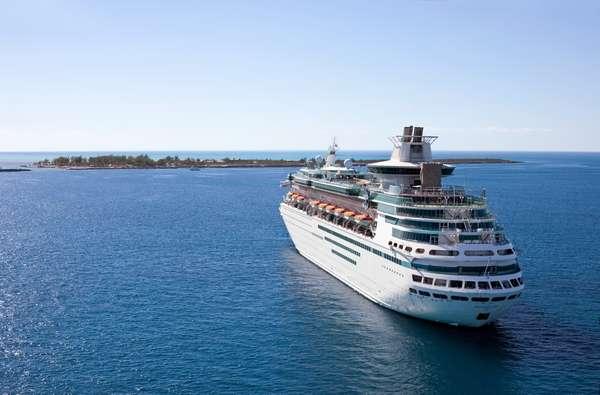 Demanda de hóspedes fez Royal Caribbean manter navio na frota