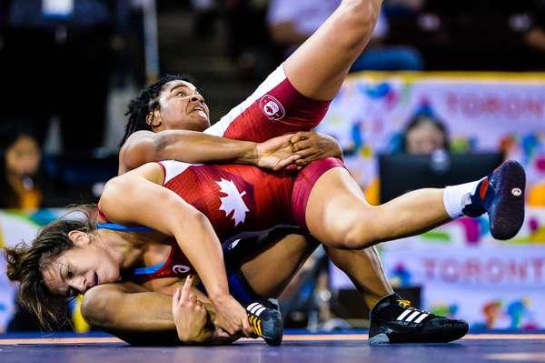 A luta olímpica é uma modalidade que exige preparo e muita força dos atletas, que devem derrubar o adversário no solo
