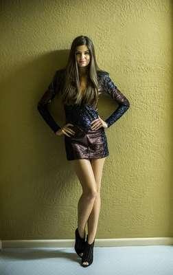 O vestido com brilho ficou entre os figurinos mais pedidos da TV Globo em junho e é da marca Mares, mas está esgotado. Informações: (11) 3181-4142