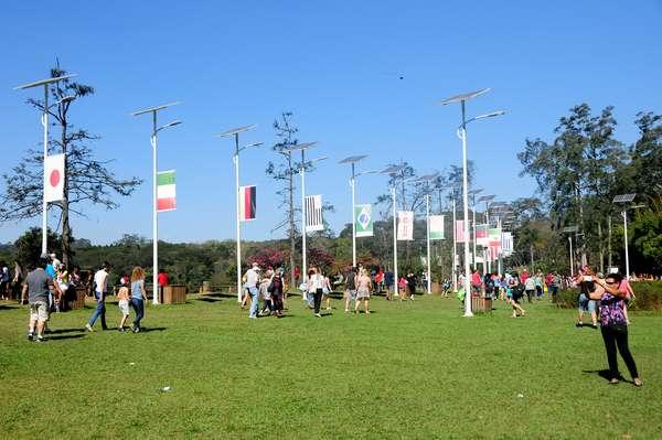 O público marcou presença na 37ª edição da Festa das Cerejeiras do Parque do Carmo, em São Paulo