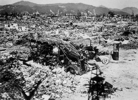 Imagens mostram os destroços da cidade japonesa de Hiroshima no ano de 1945, após o bombardeio nuclear dos Estados Unidos