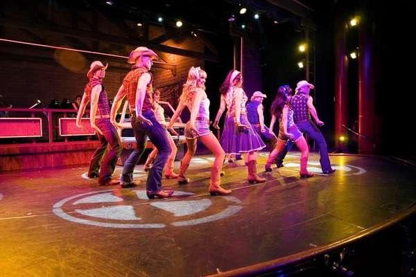Cruzeiros de dança como o Royal Dance são destaque na temporada brasileira