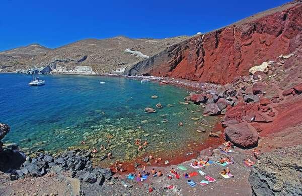 A ilha grega de Creta possui belas praias naturistas, como a Red Beach